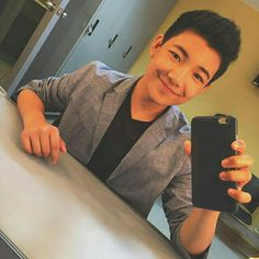 Gwapong bata Espanto, Fangirl, Selfie, Mirror, Lab Coats, Fan Girl, Mirrors, Selfies