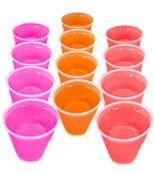Gelatina Shots Para preparar estos shots, sigue las instrucciones detrás del empaque de la gelatina que compraste, pero usa la mitad del agua que te indica. Luego de que hayas diluido la gelatina en el agua caliente y se haya derretido, completa la otra mitad con vodka, ron o tequila. Para finalizar diluye el contenido de la mezcla en vasos pequeños de plástico y déjalos enfriar en tu refrigerador.  Mira la receta original en: http://tutrago.com/Trago-Gelatina-Shots Copyright © TuTrago.com