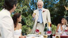 Bei ihm geht es immer um die Liebe: Tag für Tag macht Frank Rosenbauer das, was andere Menschen füreinander empfinden, zum Thema, fasst es in Worte, Sätze und Reden, bastelt aus dem Puzzle des Lebens individuelle Hochzeitsreden. Dabei ist die klassische Hochzeitsrede dem Brautvater vorbehalten und der muss schon ziemlich genau drauf achten, dass er sich nicht in den Fallstricken verfängt, die das Leben gerade den Vätern der Braut vorbehalten hat.