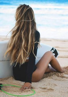 Long Blonde Beach Hair // Beach Waves // DIY Easy Hairstyle Inspiration.