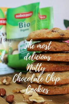 Here's a super easy recipe to bake Nutty Chocolate Chip Cookies With Ciao Gusto, pillowly soft and sacked out with chocolate chips. Yummy Snacks, Yummy Drinks, Yummy Food, Delicious Recipes, Best Chocolate Brownie Recipe, Chocolate Chip Cookies, Fruity Cupcakes, Cookie Flavors, Italian Recipes