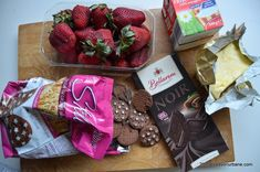 Tarta cu capsuni si ciocolata - fara coacere | Savori Urbane Strawberry, Baking, Fruit, Food, Home, Pie, Bakken, Essen, Strawberry Fruit