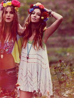 ╰☆╮Boho chic bohemian boho style hippy hippie chic bohème vibe gypsy fashion indie folk the . Boho Gypsy, Gypsy Style, Bohemian Style, Bohemian Fashion, Bohemian Girls, Bohemian Clothing, Earthy Fashion, Hippie Girls, Bohemian Flowers