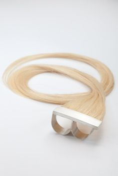 Polly van der Glas: Sterling Silver Knuckle Ring with Human Hair