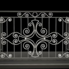 Only use upper design with scroll . 20 cm wide and lower with solid and twisted vertical lowers long. Grill Gate Design, Window Grill Design Modern, Balcony Grill Design, Steel Gate Design, Balcony Railing Design, Iron Gate Design, Wrought Iron Chairs, Wrought Iron Decor, Wrought Iron Gates