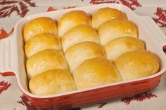 Baked as a delicious pull-apart in a cake or pie pan, your family and friends are sure to love these Holiday Rolls! #BridgfordFoods