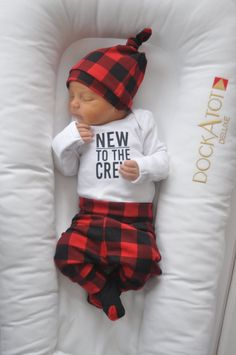 Baby Outfit / Coming Home Outfit – New to the Crew Buffalo Plaid Baby Outfit / Coming Home Outfit – New to the Crew Buffalo Plaid - Cute Adorable Baby Outfits Baby Boys, Baby Boy Newborn, Newborn Outfits, Baby Boy Outfits, Coming Home Outfit Boy, Baby First Outfit, Baby Hospital Outfit, Baby Leggings, Baby Boy Fashion
