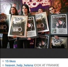FRANK IS SO SMOL OMG AND GERARD LOOKS LIKE A FRIGGIN MODEL I S2G