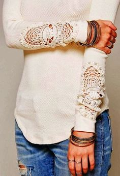 White lace design sleeves sweater with jeans #streetstyle