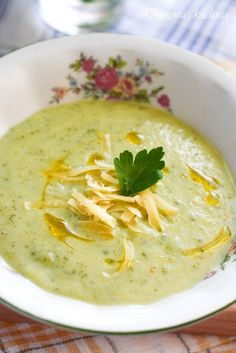 soup with zucchini Soup Recipes, Healthy Recipes, Fast Dinners, Polish Recipes, Cheeseburger Chowder, Good Food, Food And Drink, Healthy Eating, Vegan