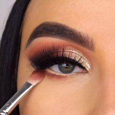 Black Smokey Eye Makeup, Day Eye Makeup, Golden Eye Makeup, Makeup Eye Looks, Eye Makeup Steps, Beautiful Eye Makeup, Eyeshadow Makeup, Makeup Cosmetics, Golden Eyeshadow