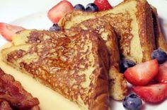 Tostada de pan a la francesa, rodajas de pan fritas, previamente mojadas en una mezcla de huevos, leche y azúcar, se sirven con miel Kero.