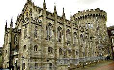 Dublin, Irlanda. O Castelo de Dublin, localizado na capital, foi a sede do governo britânico até a década de 1920. Hoje, é um dos grandes pontos turísticos da cidade, além de abrigar conferências