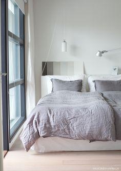 bedroom colour testing | valkoinen harmaja