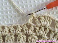 No passo a passo de hoje vamos aprender como confeccionar este lindo tapete oval modelo Russo. Crochet Doily Rug, Crochet Coaster Pattern, Crochet Rug Patterns, Crochet Tablecloth, Love Crochet, Crochet Crafts, Back Post Double Crochet, Oval Rugs, Knitted Bags
