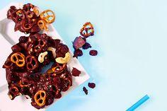 Wenn dieser düstere Mix aus salzig-schokoladig-nussig-fruchtig vor dir steht, hilft nur eins: schnell aufessen