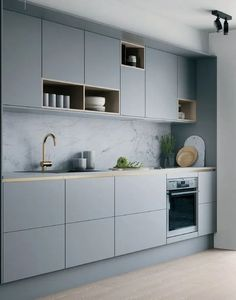 Cocina gris suave con detalles en latón y madera . Weiche graue Küche mit Akzenten aus Messing und Holz Cocina gris suave con detalles en latón y madera. Home Decor Kitchen, Kitchen Furniture, New Kitchen, Kitchen Ideas, Kitchen Trends, Kitchen Hacks, Kitchen Paint, Wood Furniture, One Wall Kitchen