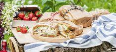 Zutaten: 1 l Öl zum Ausbacken; 60 g Brösel; 40 g gehackte Kürbiskerne; 4 Stück Karpfenfilets á 80 g (ohne Haut); 2 Eier; 40 g Mehl; 1 Ei; 2 Essiggurkerl; 1 kleine rote Zwiebel; 100 g Sauerrahm; 30 g Mayonaise; 8 Scheiben Vollkorntoastbrot; 8 Blätter Eisbergsalat; Salz, Pfeffer! Mehr dazu auf der ADEG Website! Feta, Snacks, Dairy, Cheese, Bakken, Carp, Appetizers, Treats