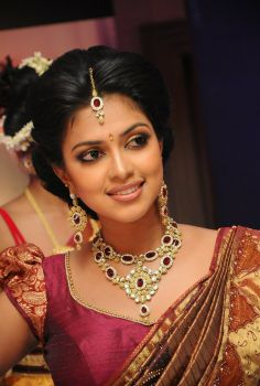 Amala Paul Beautiful Images in Saree. Visit http://www.123coimbatore.com/view-image.php?id=Amala-Paul-Beautiful-Images-in-Saree&page=1