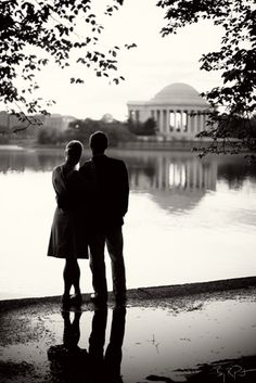 Washington DC tidal basin looking towards the Jefterson Memorial, engagement photos.