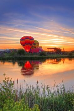 The Night Glow Begins at the Balloons Over Bend Event