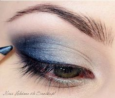 Image source l r blue and gold eye makeup tutorial lovely prom makeup tutorial quick navy blue smokey eye of Blue Eye Makeup, Eye Makeup Tips, Smokey Eye Makeup, Makeup For Brown Eyes, Makeup Ideas, Diy Makeup, Makeup Hacks, Navy Blue Makeup, Blue Eyeshadow For Brown Eyes