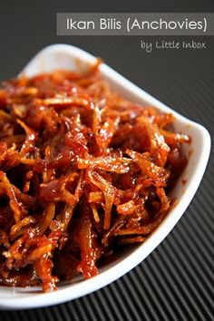 Sweet and Spicy Anchovies. Crispy anchovies in sweet and spicy sauce. Asian Noodle Recipes, Healthy Asian Recipes, Asian Chicken Recipes, Goan Recipes, Chilli Recipes, Seafood Recipes, Cooking Recipes, Fish Recipes, Poor People Food