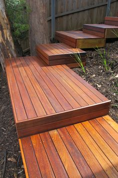 This type of deck backyard is an extremely inspiring and first-rate idea Deck Steps, Outdoor Steps, Outdoor Landscaping, Sloped Backyard, Sloped Garden, Deck Design, Landscape Design, House Landscape, Landscape Steps