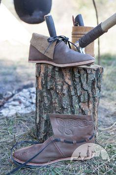 Кожаные средневековые ботинки
