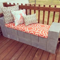 5 Ways to Use Cinder Blocks in the Garden • Lots of creative projects, ideas and tutorials! Including this lovely diy cinder block bench.