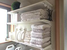 いいね!126件、コメント8件 ― 長島ゆかさん(@y.nagashima_41883230)のInstagramアカウント: 「洗面所は収納がないのでDIYで棚を付けてます。そして我が家のタオルはここにある分+洗濯中のもので全て。上段はバスマットで、下段にはフェイスタオルとハンドタオル。バスタオルは使ってないです。…」