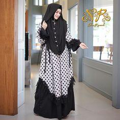 Frock Fashion, Abaya Fashion, Fashion Dresses, Modern Hijab Fashion, Hijab Fashion Inspiration, Moslem Fashion, Dress Anak, Muslim Dress, Islamic Clothing
