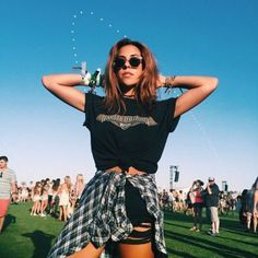 Cute music festival outfits that you need to copy for your next festival! Festival fashion and clothing ideas for Coachella, Bonnaroo, Governors ball, etc! These festival outfit ideas are are affordable and super trendy. Coachella Festival, Music Festival Outfits, Music Festival Fashion, Festival Wear, Casual Festival Outfit, Summer Festival Outfits, Festival Clothing, Music Festivals, Concert Outfit Summer