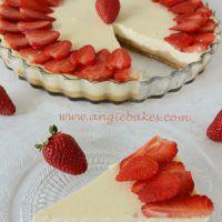 http://angiebakes.com/2015/04/10/kolac-z-bieleho-jogurtu-s-jahodami/