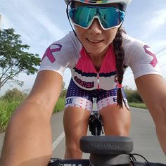 Bikes, girls, manly stuff and other esoteric bullshit from France. Cycling Girls, Cycling Wear, Cycling Outfit, Cycling Lycra, Women's Cycling Jersey, Bicycle Women, Bicycle Girl, Triathlon, Mtb