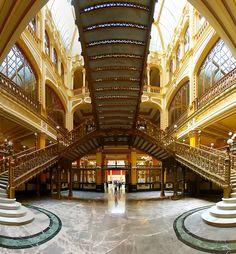 Vestíbulo y Escalera Central del Palacio de Correos. D.F.