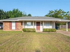 This sweet Keithville cottage is a 1985 remodel right off of Jersey Gold and Colquitt Road. New stainless appliances are surrounded by clean white cabinets in a modern kitchen that opens right into the living area making the best use of the space possible With 3 bedrooms and 2 bathrooms this is the perfect humble abode for a small family. Theres a full laundry room with additional storage and a quaint back yard fully fenced in. This newly remodeled home wont be available long - grab a… Louisiana Homes, Stainless Appliances, Humble Abode, White Cabinets, Living Area, Laundry Room, Bathrooms, Shed, Backyard