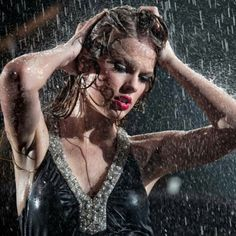 Wet and wild! Taylor Swift Fearless, Taylor Swift Hot, Taylor Swift Quotes, Taylor Swift Pictures, Bad Blood, Badass Women, Sexy Hot Girls, Country Music, Role Models