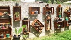 DIY Recycled Pallet Garden Wall Ideas