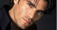Eduardo Verastegui ho scelto la castità e vivo serenamente Beautiful Men Faces, Gorgeous Men, Facial Hair Growth, Men Kissing, Dream Guy, Male Face, Male Beauty, Hot Guys, Handsome