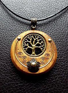 Todchic, Magische Zauberwelt, Holz, Amulett, Lebensbaum im Halbmond