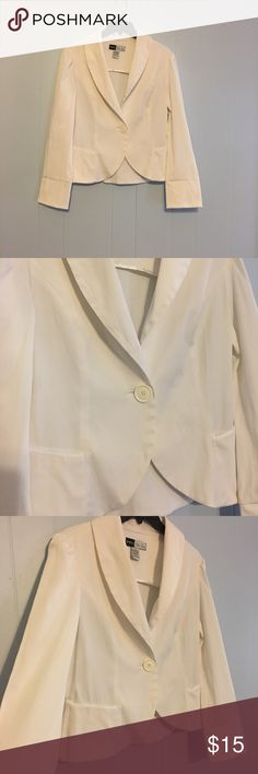 White Blazer Beautiful white blazer. Great for all seasons. Has 1 button and 2 faux pockets. Tiny spot on back of right arm as pictured. Untreated. 55% cotton, 43% polyester, and 2% spandex. Length is 23 inches and armpit to armpit is 20 inches. Simply Chloe Dao Jackets & Coats Blazers