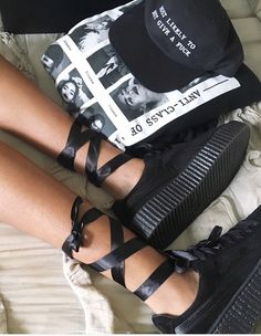 I got these babies a few days ago when they came out. I screamed for like 5 minutes. I love surprises. The Rihanna creepers by puma are everything and by now you know Rihanna is my favorite artist and can absolutely do no wrong.