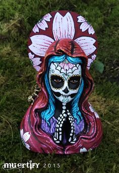Muertify: muertos holy Mary buste under a customized glass Mexico Day Of The Dead, Day Of The Dead Skull, Skull Painting, Figure Painting, Sugar Skull Decor, Sugar Skulls, Halloween Kids, Halloween Crafts, Halloween 2020