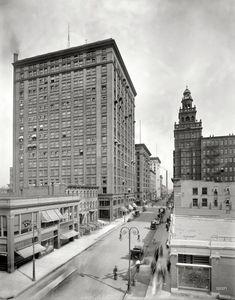 "Toledo circa 1910. ""Madison Avenue and the Ohio Building."""