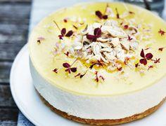 Den lækreste citronmoussekage! Cheesecake Cookies, Ice Cream Cookies, Mousse Cake, Sugar Rush, Delicious Desserts, Tart, Buffet, Bakery, Deserts