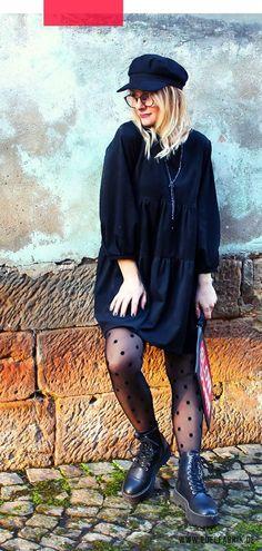 Outfit mit schwarzem Kleid aus Kunstleder plus die besten Tipps für Deinen Style!-------------------------------------------------------------------------------------------#lederkleider #outfit #outfits  #leatherdress #fakeleather #kunstleder #styling #damenmode #mode   #fashion   #fashiontip #modeblogger #modeblog #schwarz #leder #leather #streetstyle   #littleblackdress #lbd #ü40blog #modeblogger_de #mystyle #kleider   #boots #mützen #clutch #black #blackdress #fashionblogger Mode Blog, Trends, Doc Martens, Elegant, Hipster, Boots, Outfits, Fashion, Tan Pantyhose