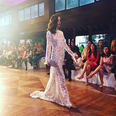 Fashion show !! Lace dress with ostrich plume. #oswaldomachin #bridal #atelier #fashionshow
