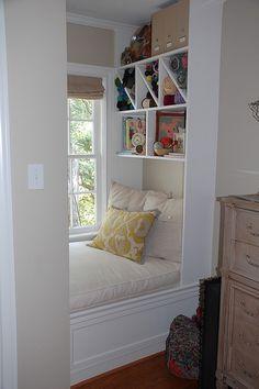 Bedroom reading | http://interiordesignsforfamily117.blogspot.com