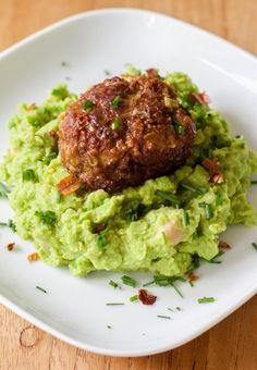 Roy's gehaktballen met puree | Salmon Burgers, Guacamole, Mexican, Ethnic Recipes, Food, Hoods, Meals
